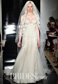 5 ways kate middleton u0027s wedding dress is still influencing the
