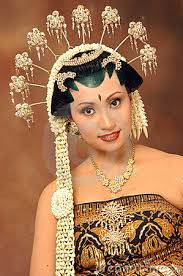 Indonesian Brides | beautiful indonesian bride in her traditional wedding dress