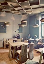 Uma Table L Uma Cafeteria De Papelão Cafes Atelier And Coffee