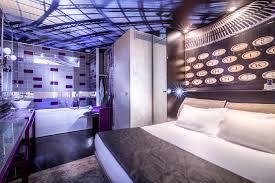hotel avec bain a remous dans la chambre l apostrophe propose 5 chambres balnéo avec baignoire