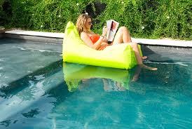 canapé gonflable piscine exemple fauteuil gonflable piscine