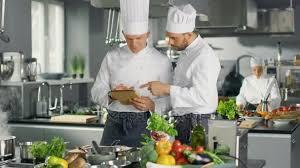chefs de cuisine celebres deux célèbres chefs discutent de leur vidéo lors de l