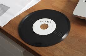 recreates waveform using 960 vinyl records twistedsifter