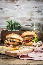 cuisiner un hamburger cuisiner un hamburger burger au chignon cuisine moi un