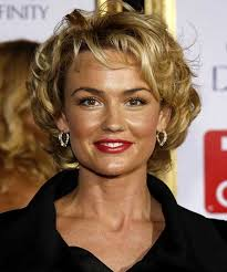 15 popular short curly hairstyles for round faces short hair