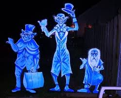 Disney Halloween Outdoor Decorations by Best 25 Haunted Mansion Decor Ideas On Pinterest Haunted