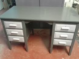 repeindre un bureau en bois meubles peindre relooker un bureau en bois heskal com