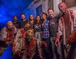 halloween horror nights snapchat the walking dead cast from stars celebrate halloween 2016 e news