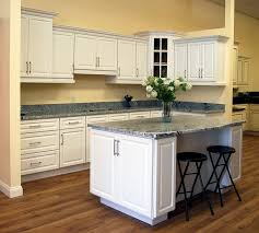 pictures of white kitchen cabinets with island newport white kitchen cabinets builders surplus