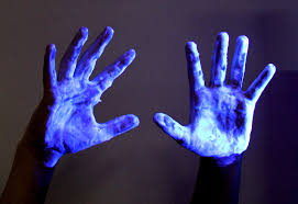 what can a black light detect list of things that glow under black light