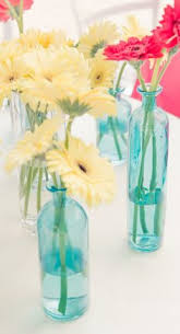 Daisy Centerpiece Ideas by Gerbera Daisy Centerpieces That U0027ll Instantly Brighten Up The Aura