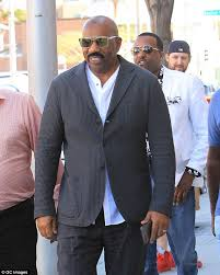 steve harvey perfect hair collection steve harvey s ratings tank after trump meeting daily mail online