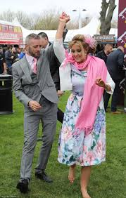 Hit The Floor Online - grand national kicks off at aintree in merseyside daily mail online