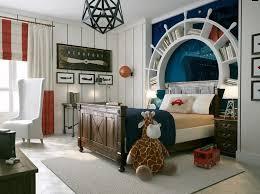 theme de chambre déco chambre enfant pour garçon thème marin et voyages