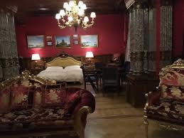 la chambre de la chambre de la suite palazzo vue du salon picture of trezzini