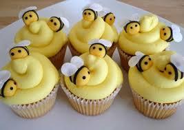 bumble bee cupcakes buzzing bumble bee cupcakes goodcupcakes baking