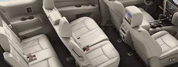 how many seats does a how many passengers does the nissan pathfinder seat
