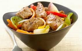 cuisiner sauté de porc recette sauté de porc et légumes de saison 750g