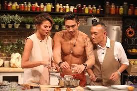 chrissy teigen and chef ronnie woo cooking pan fried chicken youtube