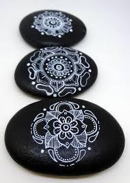 Ideen Mit Steinen Schwarz Weiß Mandala Basteln Mit Steinen Steen Pinterest