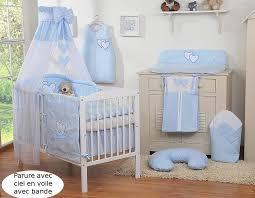 chambre d enfant bleu ciel de lit bébé en voile avec bande bleu à coeurs