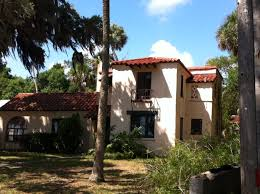 identifying american architectural styles along scenic rockledge drive