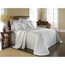 King Size White Coverlet Bedroom Fascinating Matelasse Bedspread For Bed Covering Idea