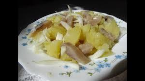 comment cuisiner le hareng fumé recette express salade de pommes de terre aux harengs fumés maman