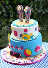 torta decorata a tema estate per un compleanno estivo con