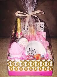 wedding gift for friend best 25 best friend wedding presents ideas on
