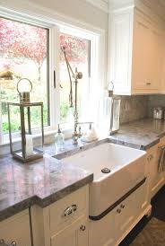 Carrara Marble Kitchen by Best 25 Super White Quartzite Ideas Only On Pinterest White