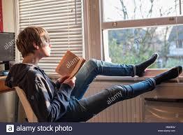 Schreibtische F Teenager Weiße Teenager In Jeans Und Ein Schweiß Top Durch Seine Offene