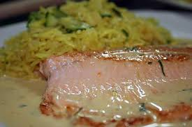 cuisiner filet de truite recette de filet de truite saumonée sauce moutarde orange