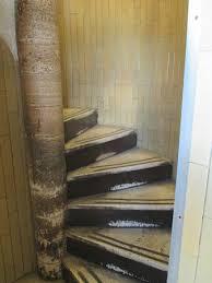 alla cupola di san pietro una delle scale a chiocciola per salire sulla sommit罌 della cupola