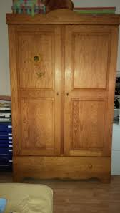 chambre pin repeindre une armoire en pin 4 buffet00 lzzy co