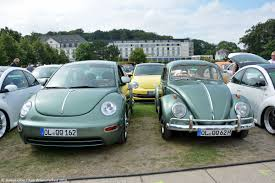green volkswagen beetle 2016 his and hers twin volkswagen bugs displayed at the beetle