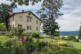 Snedens Landing Ny Real Estate by A Sprawling Bronx Estate With Views Of The Palisades Asks 3 2m