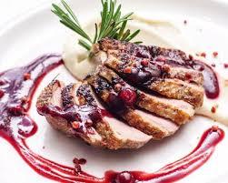 cuisiner des airelles recette magret de canard aux airelles des bois et au vinaigre de