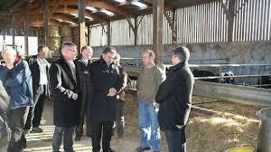 chambre d agriculture du calvados le préfet en visite dans une ferme typique du calvados