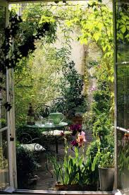 best 20 wild flower gardens ideas on pinterest wild flower une terrasse camouflee par la vegetation secret gardensdream gardenoutdoor ideasoutdoor