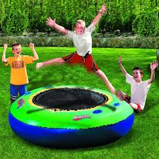 amazon com spring u0026 summer toys banzai bounce trampoline on water