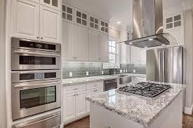 white kitchen cabinets with light grey backsplash 2611 sherwin houston tx 77007 grey kitchen cabinets