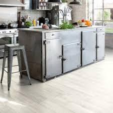 sol vinyl pour cuisine revêtement de sol vinyl livyn pulse click posé flottant