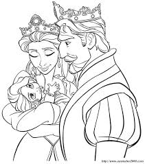 Coloriage de Raiponce dessin Le roi la reine et leur petite