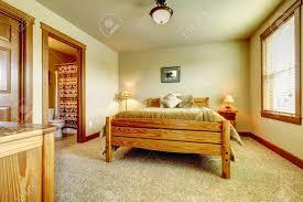 Teppich Schlafzimmer Beige Natürliche Kabine Bauernhaus Schlafzimmer Mit Beige Teppich Und