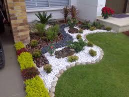 imagenes de jardines pequeños con flores jardines pequeños con piedras y troncos buscar con google