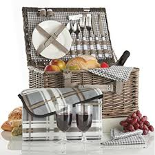 picnic basket for 2 vonshef deluxe 2 person traditional wicker picnic