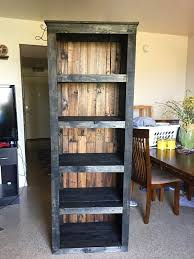 Building Wood Bookcases by Best 25 Pallet Shelves Ideas On Pinterest Pallet Shelving