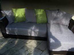 rehousser un canapé canapé gris de fil en couture