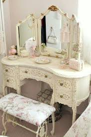 Shabby Chic Decor Bedroom by Best 25 Romantic Country Bedrooms Ideas On Pinterest Salvaged